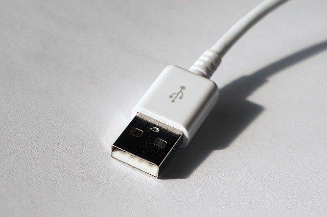 De ce nu trebuie sa-ti incarci smartphone-ul la statii de incarcare USB publice
