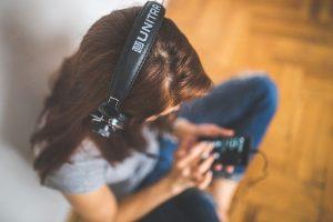 Pretul serviciului de muzica mai ieftin decat Spotify si Apple Music
