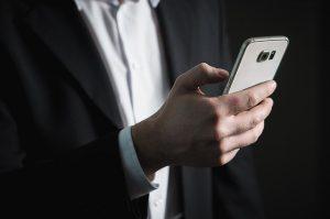 Ce companie ti-ar putea permite sa transmiti simultan ecranele mai multor smartphone-uri la un smart TV