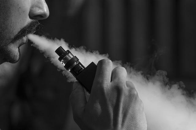 La cat creste varsta minima legala pentru fumat tigari electronice si tutun in SUA