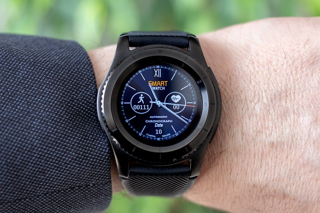 Cati americani folosesc smartwatch-uri sau trackere fitness