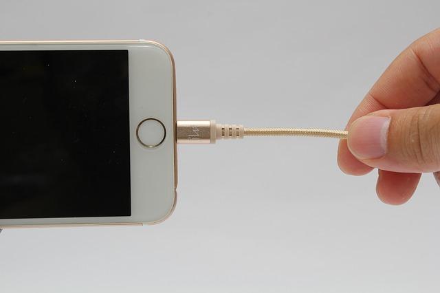 Cu ce vrea UE sa inlocuiasca portul Lightning de pe iPhone-urile Apple