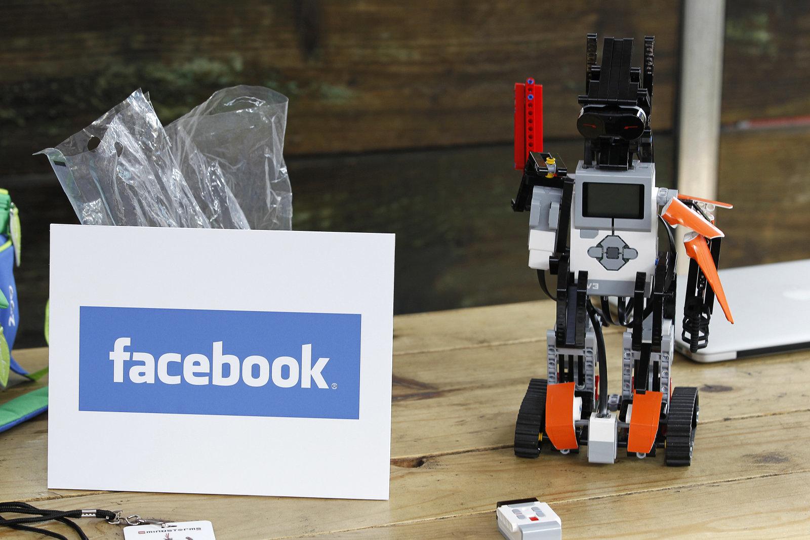 Cum e noul robot la care lucreaza Facebook