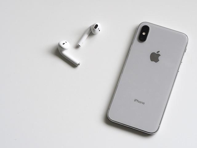 Incredibil. Cate casti AirPods a vandut Apple in 2019