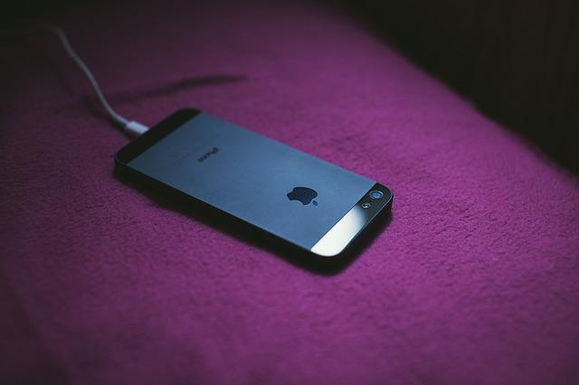 Motivele pentru care Apple nu doreste un incarcator comun pentru toate smartphone-urile din lume