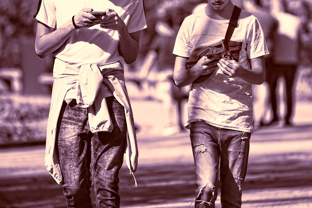 Cum afecteaza dependenta de smartphone creierul uman