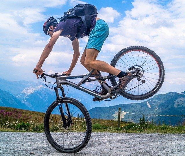 Solutia Ford pentru a mentine biciclistii in siguranta in trafic