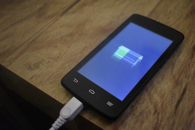 Unde se doreste revenirea smartphone-urilor cu acumulator care se poate inlocui cu usurinta