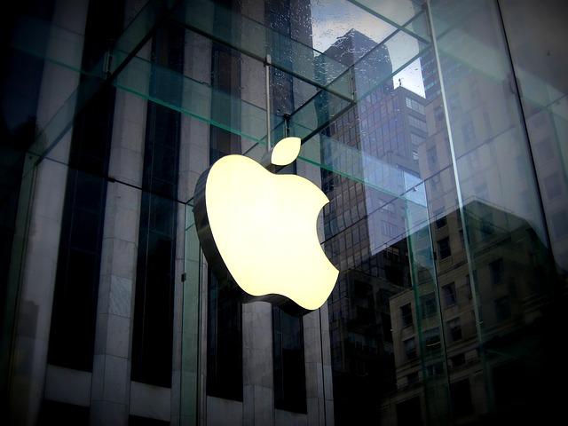 La ce-ar fi utile geamurile de masina care isi pot schimba nuanta, ideea companiei Apple