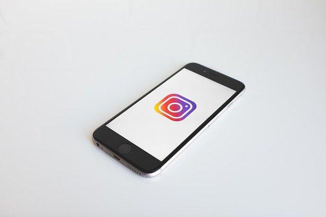 S-a decis daca o fotografa poate trimite in judecata site-urile care ii incorporeaza imaginile de pe Instagram