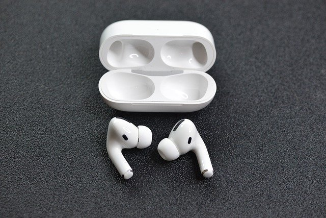 De ce Apple produce unele casti AirPods Pro in Vietnam