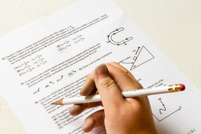 Tara in care elevii trebuie sa repete examenul online, din cauza unei erori tehnice