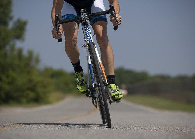 Compania care permite biciclistilor profesionisti sa participe virtual la Turul Frantei