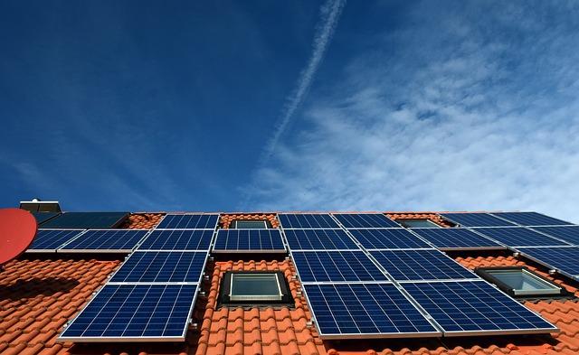 La cat a redus Tesla preturile panourilor solare