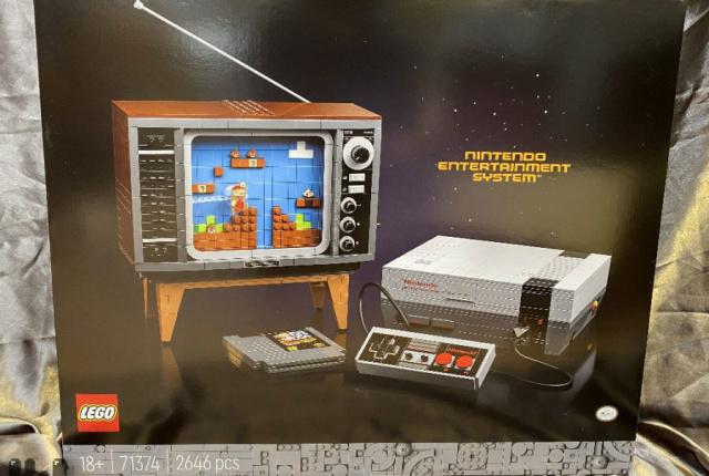 Asa arata setul LEGO gen consola NES