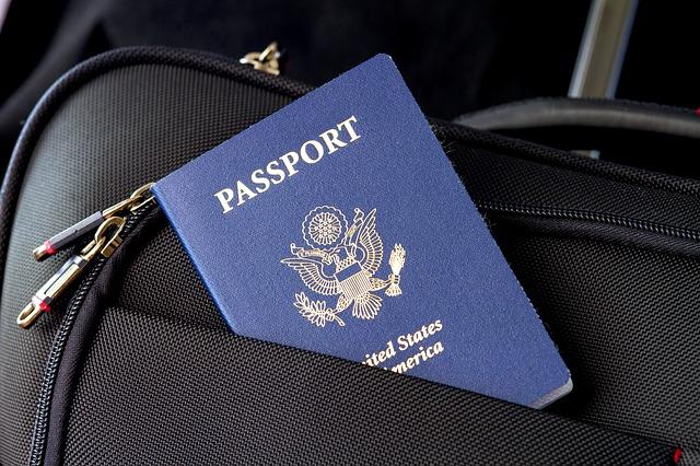 Smartphone-urile care ar putea inlocui pasaportul si permisul de conducere