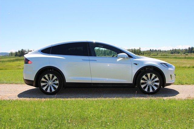 In ce sens masinile Tesla devin mai capabile