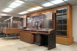 Acesta e cel mai vechi computer digital care inca mai exista. Are si manual acum