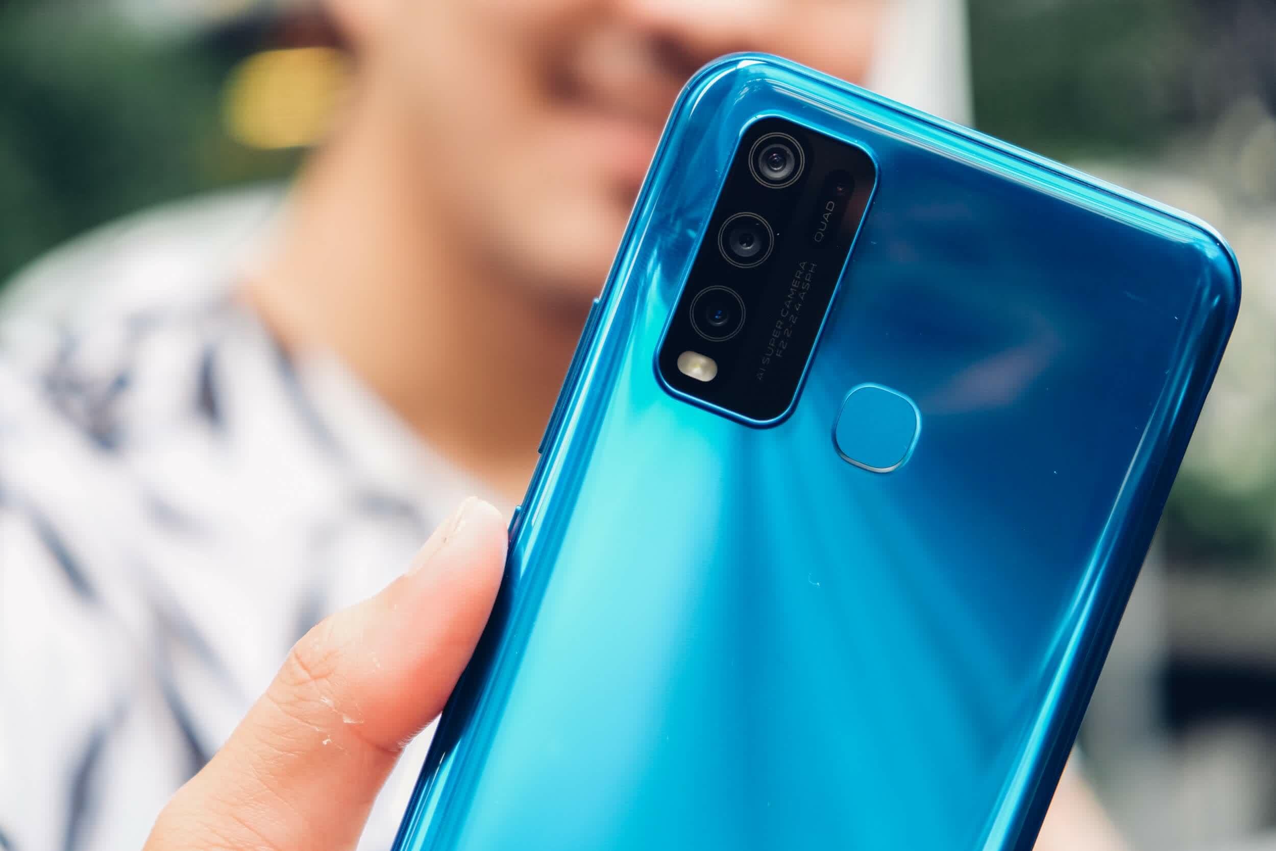 Ce companie lucreaza la un smartphone care isi schimba culoarea