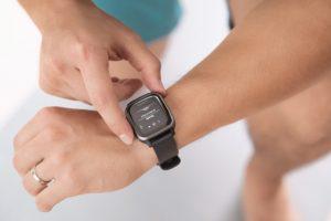 Ce preturi au smartwatch-urile Garmin cu design de Apple Watch