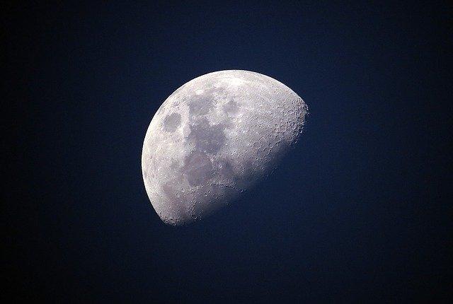 Cum va incerca agentia spatiala americana sa lumineze Luna in intuneric