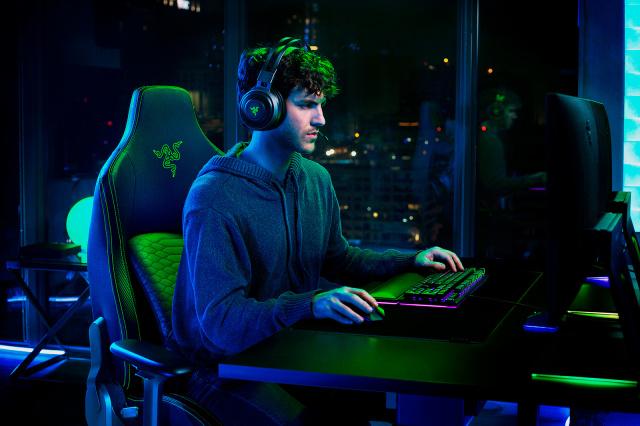 Ce pret are acest scaun de gaming confortabil al Razer