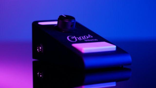 Pedala pentru chitare care poate fi controlata cu smartphone-ul