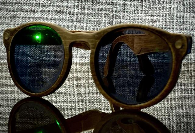 Modul in care acest inginer si-a creat proprii ochelari inteligenti GPS