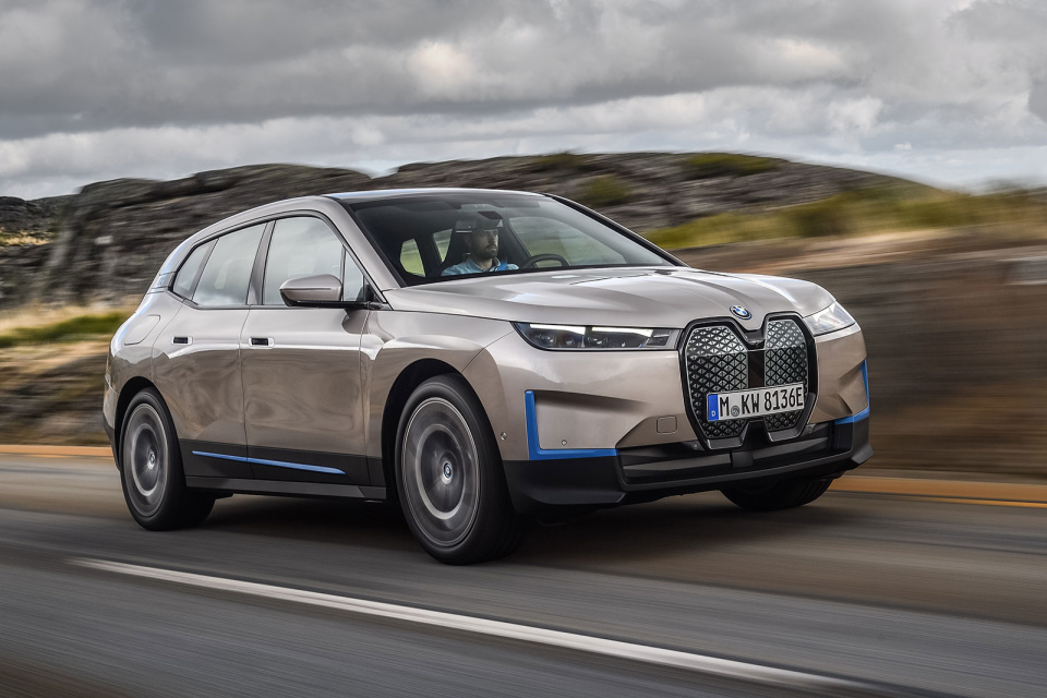 SUV-ul electric BMW iX cu 5G. Ce autonomie are