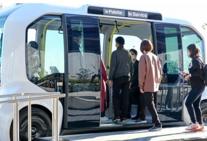 Acesta e mini-autobuzul autonom al Toyota