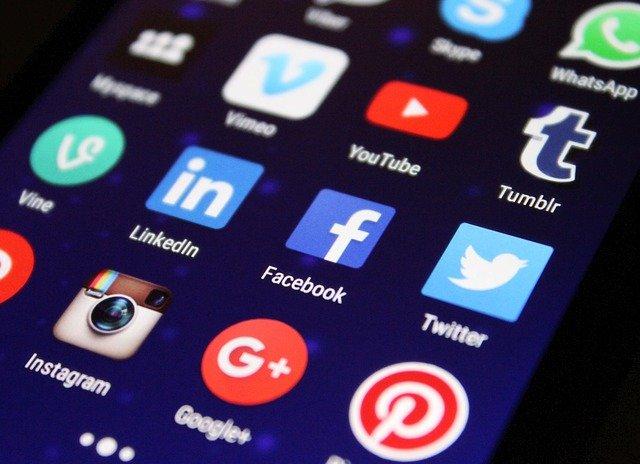 Ce imagini si clipuri video inlatura Facebook