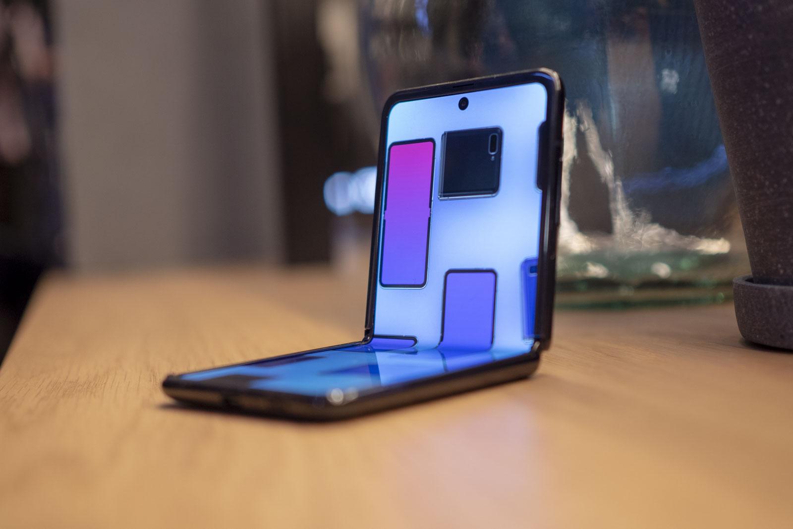 Ce pret ar avea smartphone-ul pliabil mai ieftin al Samsung