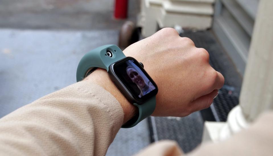Pretul lui Wristcam, accesoriul care adauga camere la smartwatch-ul Apple Watch