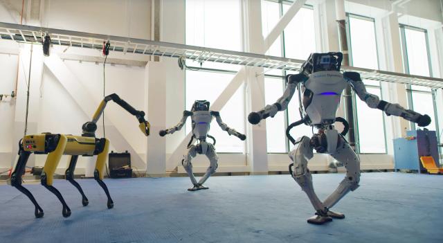 Robotii care danseaza intr-un mod uimitor