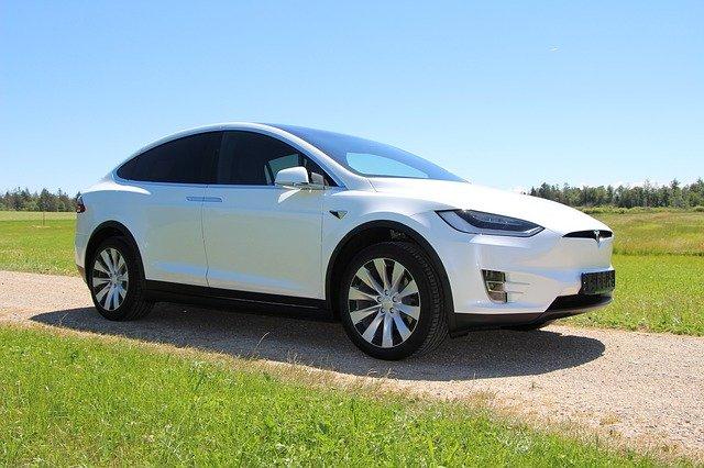 Tesla va suspenda productia acestor masini electrice