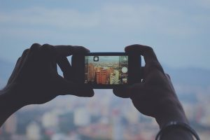 iPhone 12 Pro Max vs OnePlus 8T. Care produce fotografiile pe care le prefera oamenii