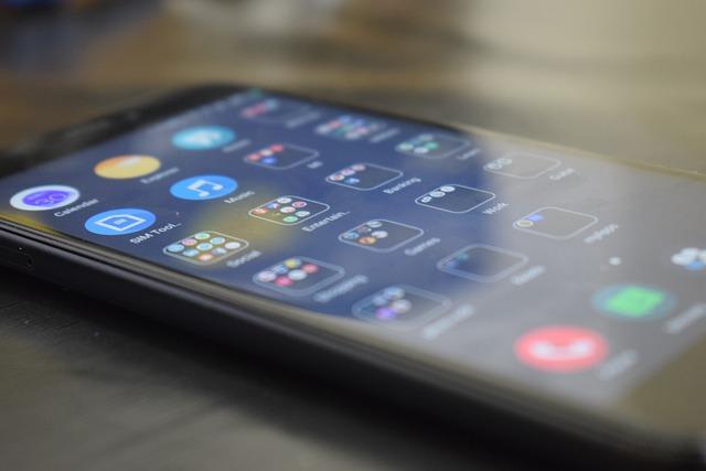 Companiile mobile cu incarcatoare wireless la distanta
