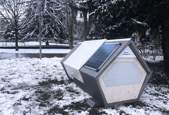 Unde exista capsule alimentate cu energie solara pentru persoanele fara adapost