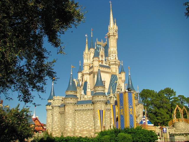 Rolul smartphone-urilor noastre la parcurile tematice Disney World