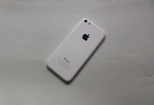 Cum a deblocat FBI iPhone-ul teroristului inarmat din San Bernardino