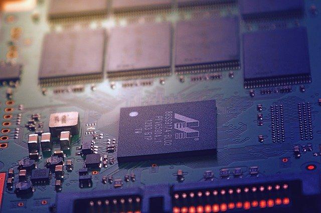 De ce ar putea aparea pe piata componente electronice contrafacute