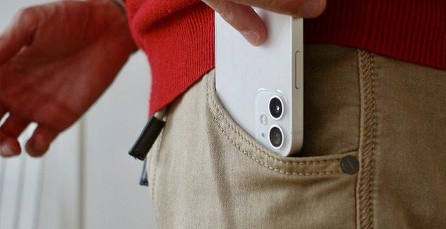 Ce procent dintre clientii Apple vor cumpara un iPhone 13, conform unui sondaj