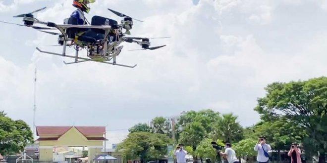 Drona din Cambodgia care poate transporta oameni